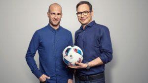 Die Moderatoren-Stars bei der EM 2016: Matthias Opdenhövel und Mehmet Scholl, ausgezeichnet mit dem Deutschen Fernsehpreis. (Foto: ARD)