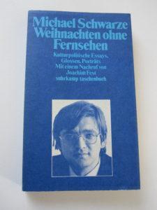 """""""Weihnachten ohne Fernsehen"""" ist zu lesen im Suhrkamp-Taschenbuch."""