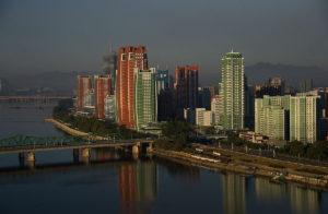 Die Skyline von Pjöngjang, Hauptstadt Nordkoreas, sieht aus wie die einer westlichen Metropole. Foto: Uwe Brodrecht / Wikipedia