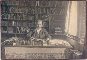 Cornelius Gurlitt als Rektor der TH Dresden 1905 in seinem Arbeitszimmer. Foto: Wikipedia