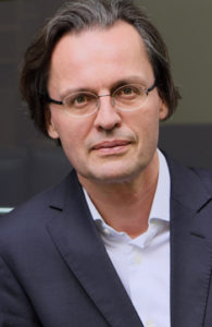 """Bernhard Pörksen schrieb zum Thema: """"Die große Gereiztheit"""", erschienen im Hanser-Verlag. Foto: Hanser / Peter-Andreas-Hassiepen"""